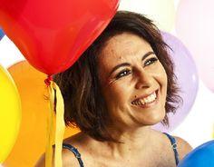 """Nos dias 20 e 27, a cantora Selmma Carvalho faz shows de lançamento do seu novo trabalho, o disco """"Minha Festa"""". As apresentações acontecem às 19h30 no Café do Palácio das Artes. A entrada é Catraca Livre."""