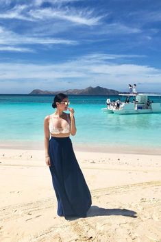 Heart Evangelista-Escudero Heart Evangelista Style, Baby Bump Pictures, Filipino Fashion, Beach Party Outfits, Filipina Actress, Beach Babe, Summer Of Love, Classy Outfits, Playing Dress Up