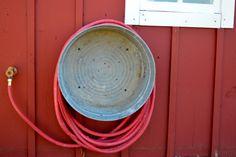 Metal washtub as hose reel4