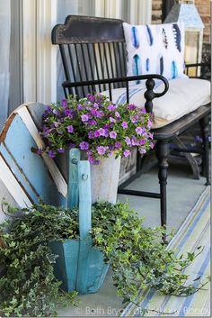 Black metal Front porch bench with watercolor feather pillow, french grain sack… Country Front Porches, Front Porch Bench, Fresco, Bench Decor, Bench Seat, Summer Porch, Outdoor Chairs, Outdoor Decor, Outdoor Spaces