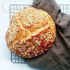 Grydebrød med havre og solsikkefrø - Cook N, Food Crush, Bread Baking, Bread Recipes, Bagel, Good Food, Awesome Food, Brunch, Frozen