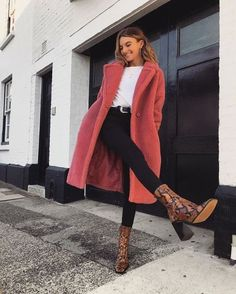 Trendy Winter Outfits You Will Love. Women's Design. winter casual Trendy Winter Outfits You Will Love Winter Outfits For Teen Girls, Simple Winter Outfits, Winter Outfits Women, Winter Fashion Outfits, Spring Outfits, Autumn Fashion, Winter Fashion Street Style, Winter Clothes Women, Winter Outfits 2019
