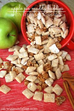 Apple Pie Muddy Buddies with Streusel Topping! The awesomeness of muddy buddies combined with the delicious taste of streusel topped apple . (recipes for snacks chex mix) Puppy Chow Recipes, Chex Mix Recipes, Snack Recipes, Dessert Recipes, Frosting Recipes, Dinner Recipes, Caramel Apple Dump Cake, Apple Dump Cakes, Apple Recipes