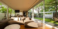 Residence Panya Pattanakarn 37 by DBALP, Bangkok, ThailandResidence Panya Pattanakarn 37 is a private home designed byDBALP.Located inBangkok,Thailand, the home's clear glass walls allow for free comm... Architecture