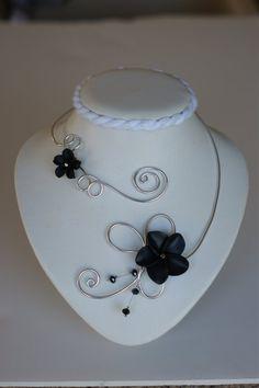 Black open necklace Flower necklace Aluminium par BijouxLibellule, $30.00