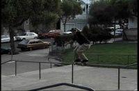 Vídeos Classics: Eric Koston -  Vídeo clássico com o skatista profissional Eric Koston, as imagens são do ano de 1996 manobras pesadas especialmente naquelas manobras de Nollies ou Switch, Eric sempre andando muito e