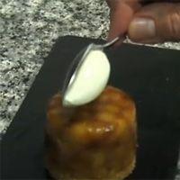 La recette de la tarte tatin de Christophe Michalak c'est, évidemment, des pommes caramélisées, mais aussi un soupçon d'inventivité pour innover autour d'une recette archi-connue.