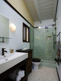 inspirational-dp-erica-islas-brown-white-spacious-bathroom