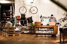 The Daniel Hotel in Vienna. I'd like to stay here when in Vienna. Reminds me of Ace Hotel. Retail Interior, Interior And Exterior, Interior Design, Interior Ideas, Velo Shop, Hotel Daniel, Rue Verte, Vienna Hotel, Hotel Reception