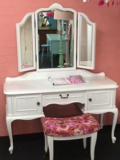 Brocante Kaptafel Wit.12 Beste Afbeeldingen Van Furniture Brocante Dressers All The