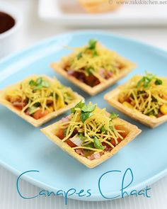 Chaat using canape can be a perfect party starter for kitty parties and get together! A must try for chaat lovers! Party Snacks For Adults Appetizers, Indian Appetizers, Indian Snacks, Indian Food Recipes, Party Desserts, Veg Appetizers, Wedding Appetizers, Party Drinks, Party Party