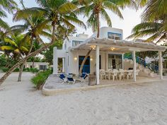 VRBO.com #3952921ha - Tropical Beachfront Escape W/Room for Lg Group.