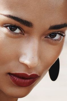 Now trending: a vampy red lip! | H&M Beauty