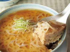杵島 直美 さんのれんこんを使った「れんこんのどんぶり蒸し」。豚ひき肉にすりおろしたれんこんをたっぷり混ぜて、ふんわり柔らかな食感に蒸し上げます。丼ごと食卓にのせ、ザックリ取り分けていただきます。 NHK「きょうの料理」で放送された料理レシピや献立が満載。