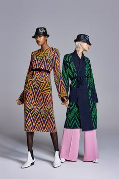 The complete Duro Olowu Fall 2018 Ready-to-Wear fashion show now on Vogue Runway.