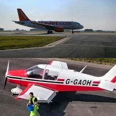 The haze is causing some trouble with training today, so we're taking the chance to clean our Robin ready for the season, all whilst watching the EasyJet A319 train in the circuit!  #airportlife #Newquay #Cornwall #airport #flighttraining #aircraft #aircraftphotos #cleaning #sunshine #newquayairport #easyjet #Airbus #a319 #circuit #avgeek #gapilot #planespotting #planespotter #linetraining