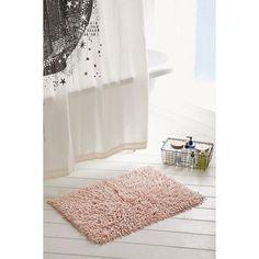 High Pile Shag Bath Mat (965 UYU) ❤ liked on Polyvore featuring home, bed & bath, bath, bath rugs, shag bathroom rugs, urban outfitters, shag bath mat, cotton bath mats and cotton bathroom rugs