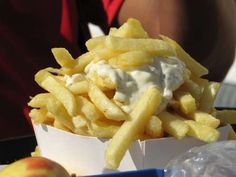 From crispy french fries dipped in curry ketchup to baked tarts stuffed with egg custard, here are 28 mouthwatering snacks to try while roaming the streets of Europe. Curry Ketchup, Belgian Food, Crispy French Fries, National Dish, Best Street Food, Snack Recipes, Snacks, Food Stall, Foods To Eat