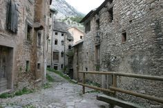 Casso (Pordenone, Italia) - Beautiful italian village, now, after the tragedy of Vajont, almost a ghost town.