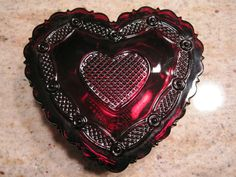 VINTAGE AVON RUBY RED GLASS 1876 CAPE COD COLLECTION-HEART TRINKET BOX POWDER