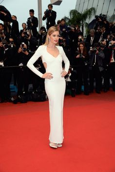 Doutzen Kroes wows in white on the Cannes 2013 red carpet!