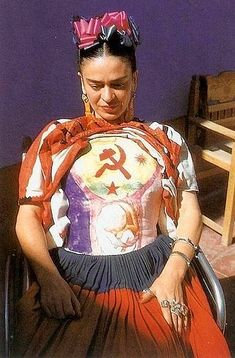 When the Mexican painter Frida Kahlo died in her husband muralist Diego Rivera locked her clothes and jewelry- all personal possess. Diego Rivera, Natalie Clifford Barney, Frida E Diego, Frida Art, Arte Latina, Kahlo Paintings, Gravure Illustration, Body Cast, Tina Modotti