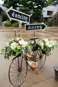 creative wedding sign ideas with bicycle