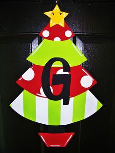 Christmas Tree Decorating Tips Christmas Front Doors, Christmas Wood, Christmas Projects, Christmas Ideas, Christmas Tree Decorating Tips, Christmas Door Decorations, Christmas Wreaths, Christmas Ornaments, Burlap Projects