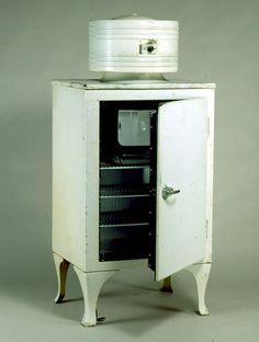 Refrigerator - General Electric [GE], Monitor Top, White, post 1935