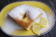 Κέικ με κρέμα λεμονιού. Μυρωδάτη κρέμα λεμονιού , κρυμμένη σε νόστιμο κι αφράτο κέικ...