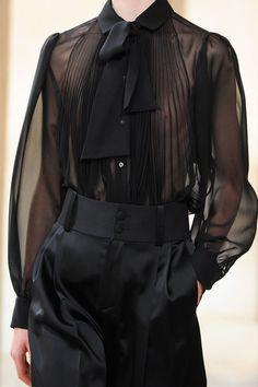 Bouchra Jarrar - Haute Couture - Fall 2015 Bouchra Jarrar - Haute Couture - Herbst 2015 Source by . Runway Fashion, Fashion Outfits, Womens Fashion, Fashion Trends, Dark Fashion, High Fashion, Autumn Fashion, Costume Original, Mode Pop