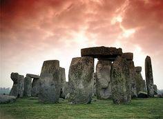 Contrairement à une idée répandue, les dolmens ne sont pas liés aux Celtes. Installés plusieurs millénaires avant l'arrivé des Celtes, ils avaient vocation aux offices religieux et aux enterrement des communautés humaines qui les avaient précédé sur ces terres
