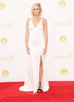 Kristen Wiig wearing Vera Wang at the 66th Annual Emmy Awards // #Emmys #redcarpet #Emmys2014