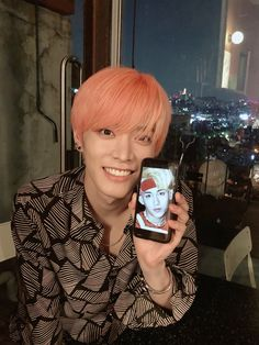I love the fact that Yuta is clearly aware of the fandom's joke about his obsession with Winwin and he just play along Winwin, Taeyong, Jaehyun, Nct 127, K Pop, Johnny Seo, Nct Yuta, Fandoms, Porno
