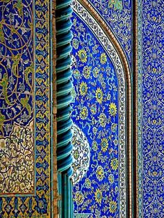 Unique blue tiles of Isfahan's buildings in Iran. Love this color combo of blue and yellow Persian Architecture, Art And Architecture, Architecture Details, Arabesque, Cantilever Architecture, Perse Antique, Islamic Patterns, Iranian Art, Sacred Art