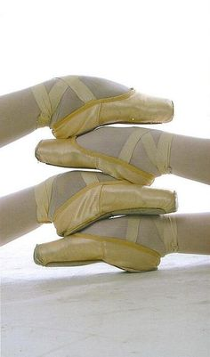 for the love of ballet : Photo Pointe Shoes, Toe Shoes, Ballet Shoes, Dance Shoes, Tutu Ballet, Ballet Dancers, Ballerina Feet, Ballet Room, Dance Like No One Is Watching
