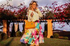Marina Casemiro, look do dia, saia midi, estampada, florida, blusa branca, detalhes manga, bolsa laranja, coach, analoren, ecommerce, fashion blogger -2
