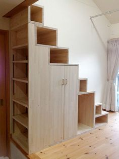 50 Amazing Under Stair Storage Solutions To Spruce Up Your Home - Engineering Di. - 50 Amazing Under Stair Storage Solutions To Spruce Up Your Home – Engineering Discoveries - Tiny House Stairs, Stairs In Living Room, Tiny House Loft, Tiny House Storage, Loft Stairs, Tiny House Living, Tiny House Design, Staircase Storage, Stair Storage