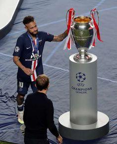 Neymar Football, Messi Soccer, Football Love, Soccer Fifa, Liverpool Champions, Liverpool Soccer, Uefa Champions League, Football Player Drawing, Football Players