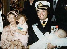 królowa i król Szwecji Sylwia i Karol XVI Gustaw, księżniczka Västergötland Wiktoria i książę Värmland Karol Filip [31.VIII.1979r. - chrzest małego księcia]