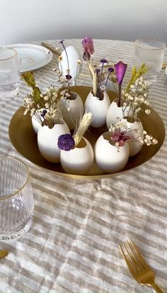 Easter Table Settings, Easter Table Decorations, Deco Floral, Arte Floral, Deco Nature, Diy Ostern, Easter Flowers, Easter Celebration, Diy Décoration