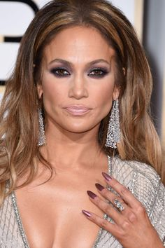 Get the look: Jennifer Lopez's '60s-inspired hair and nails from the Golden Globes