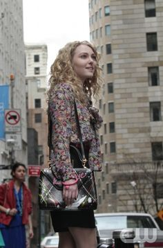 """""""Pilot""""– Pictured: AnnaSophia Robb as Carrie Bradshaw in The Carrie Dairies on The CW. Photo:/The CW ©2012 The CW Network. All Rights Reserved."""