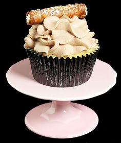 cannoli cupcake!   fuhgeddaboudit!