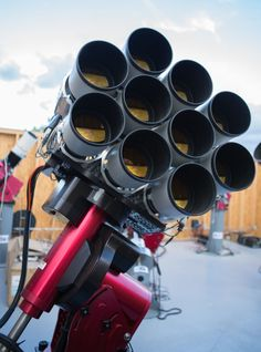 The Dragonfly Telescope Use Ten Canon 400mm f/2.8 Lenses to Detect Faint Galaxies