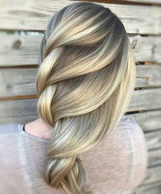 Amazing Balayage to Blonde Loose Braids for Long Hair to Get An Adorable Look This Summer.