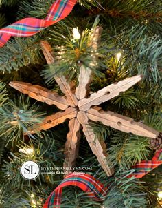 Wooden Clothespin Snowflake Ornaments - Easy to make homemade ornaments or gift toppers using inexpensive wooden clothespins - DIY @ Craft's Homemade Ornaments, Diy Christmas Ornaments, Homemade Christmas, Rustic Christmas, Christmas Projects, Holiday Crafts, Christmas Holidays, Christmas Decorations, Snowflake Ornaments