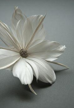 Haargesteck mit Federnblüte, weiß
