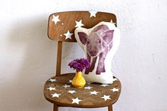 DIY Chair decorated with stars, by Maikitten  I like the stars on the raw wood