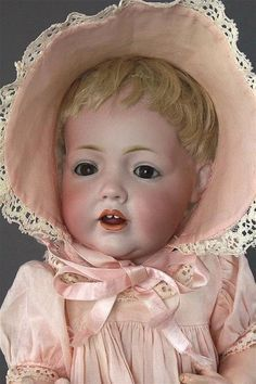 Old Dolls, Antique Dolls, Realistic Baby Dolls, Doll Display, Baby Girl Dolls, Vintage Paper Dolls, Bisque Doll, Hello Dolly, Doll Furniture